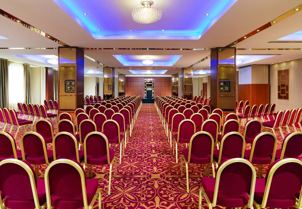 Ararat ballroom is fully equipped with air conditioning, natural daylight, high-speed internet and state-of-the-art audiovisual equipment.