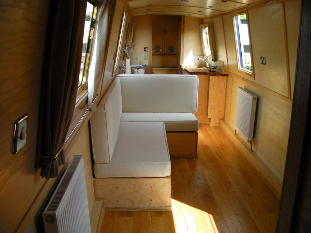 Swan Narrowboat (6).JPG