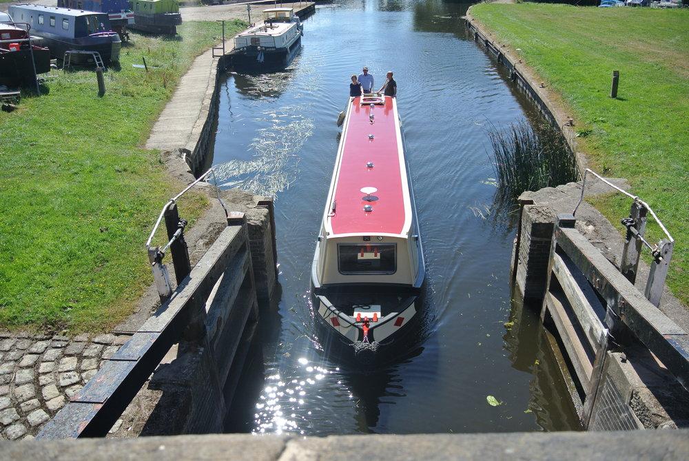 Narrow Boat 1.JPG