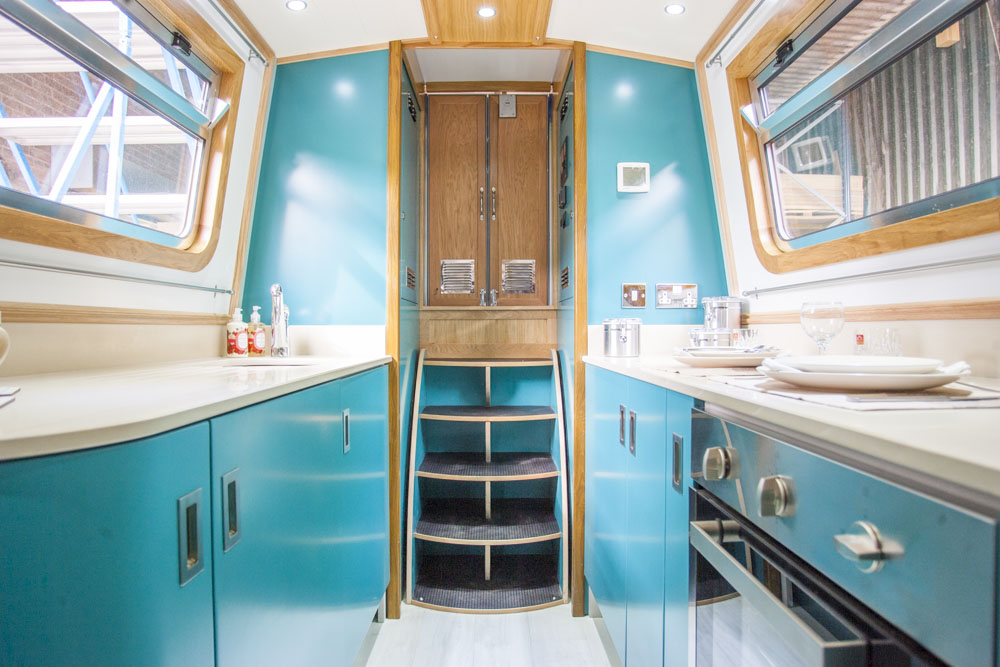 The Dynasty Narrowboat - 60ft and lots of personality