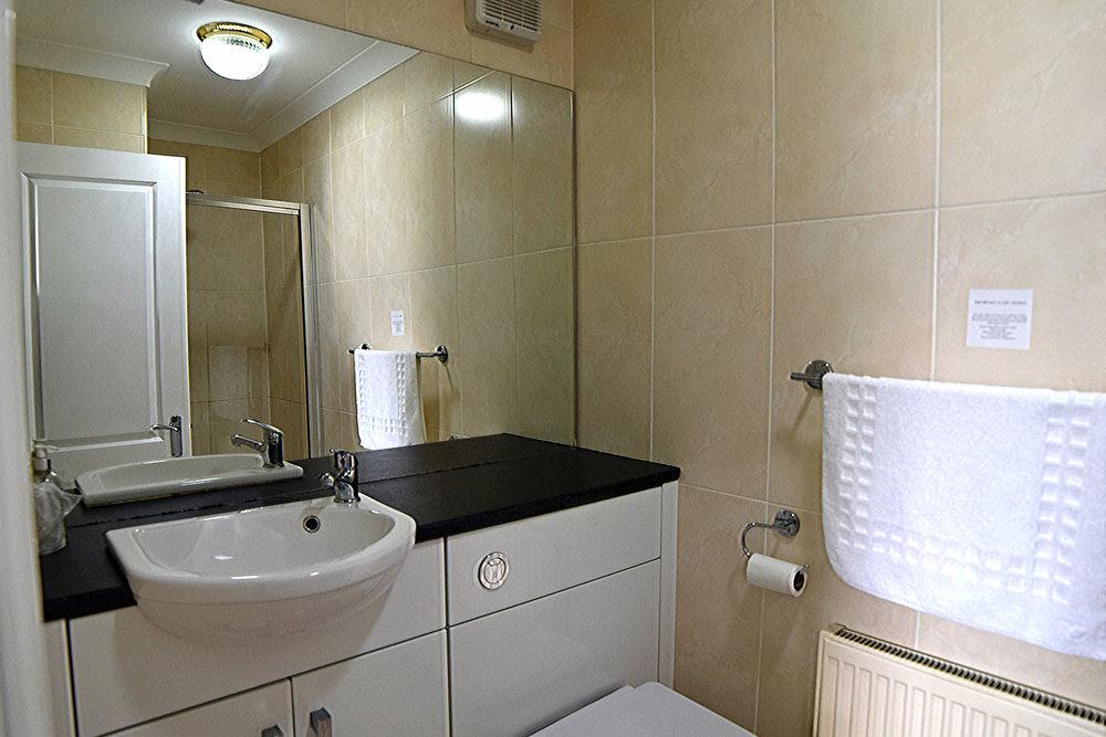 Room 105 Bathroom 2 BB.jpg