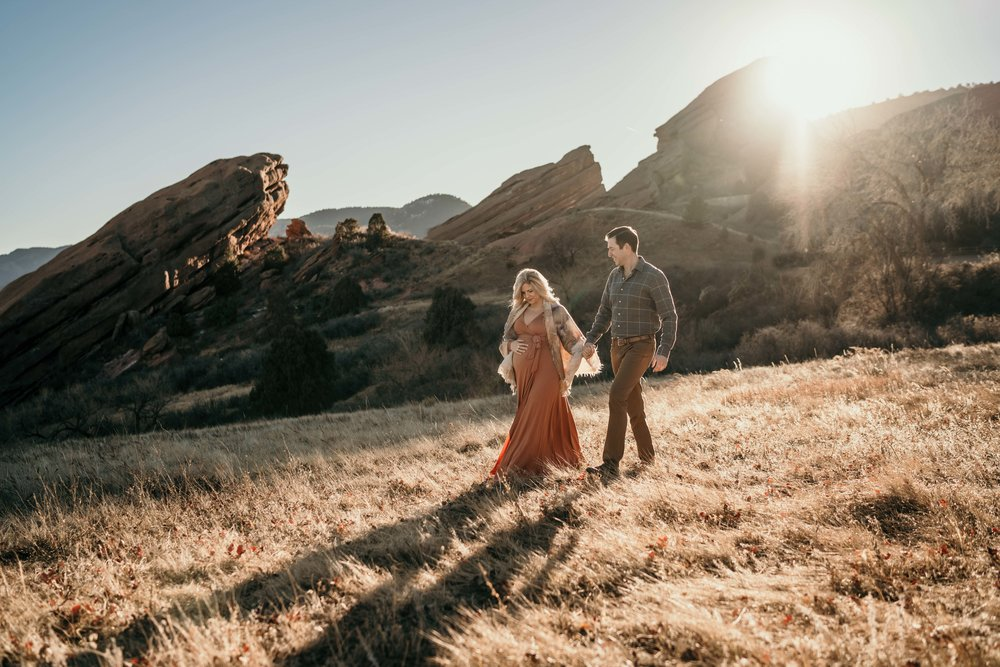 red rocks maternity photoshoot in sun at golden hour