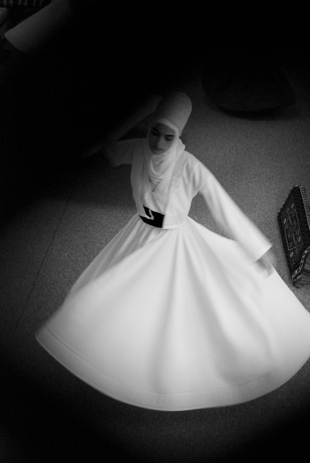041809_SufiWomen_pi_07.JPG