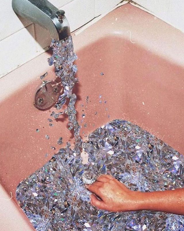 Want to reach a new level of RELAXATION? CBD = good for that. Just pop the bath on, grab your #edibles, and get to chillin. #gobasicbeextra 📸: @sarashakeel