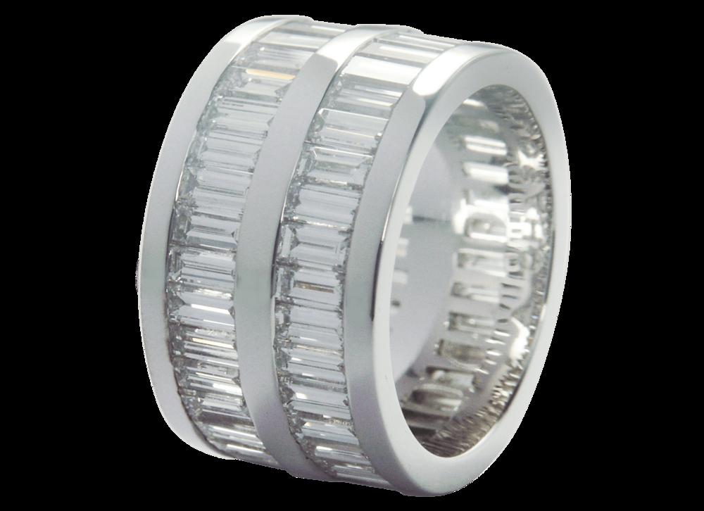 Parmi les pièces d'exception - Alliance tour complet double baguettes diamants.