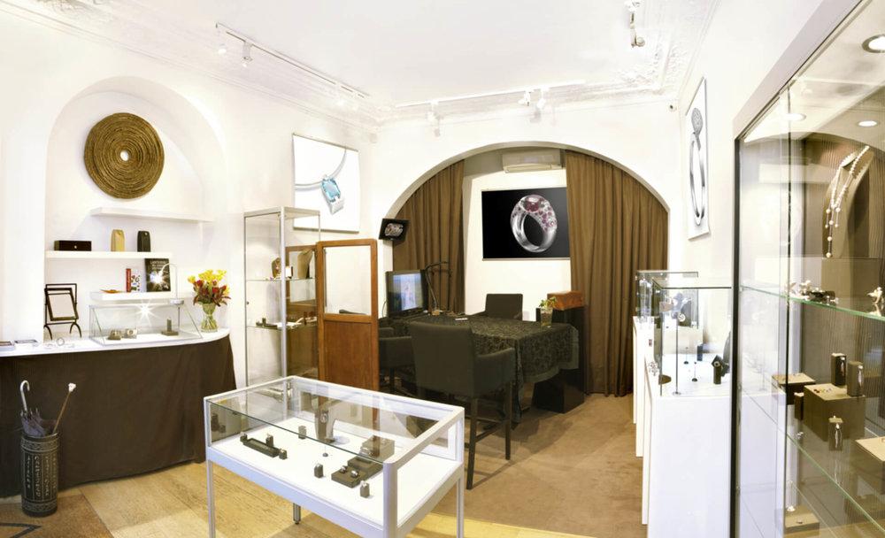2010 - Antoine Chapoutot inaugure sa première joaillerie76, rue de SeineParis 6°