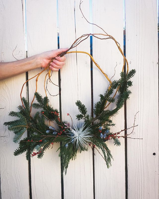 Is beginning to look like christmas 🎄 We are getting ready for the holidays. Come visit us and get your amazing holiday wreath! #flowers #wreaths #christmas #christmasdecor #weneedmoreflowers #christmas2018 #decor #holidays #santaclaus #lamesa #lamesacalifornia #supportlocals #buylocal #localartist #lamesavillage