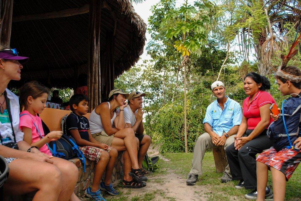 Petra talking to tourists in Kamarata, a region south in the Venezuelan Territory (Photo Credits: Eposak)