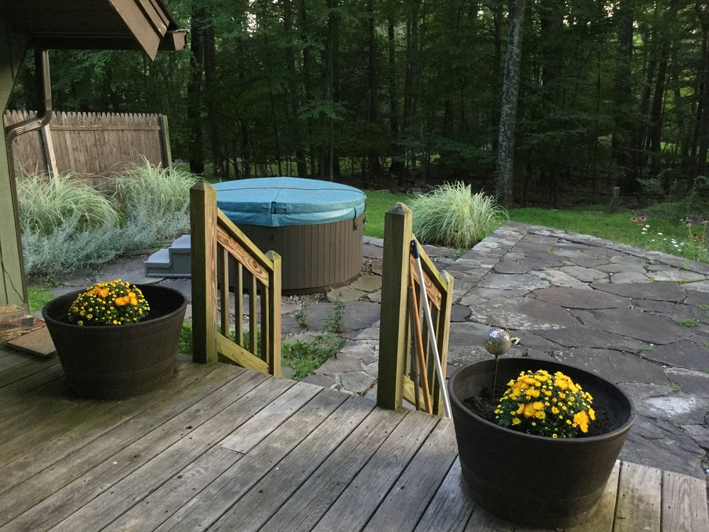 HOt tub and garden Olive.JPG