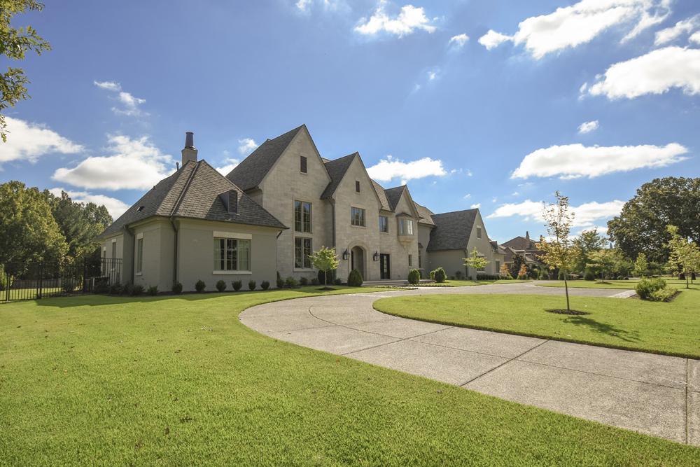 Albertine-Dubray-Manor-House-19.jpg