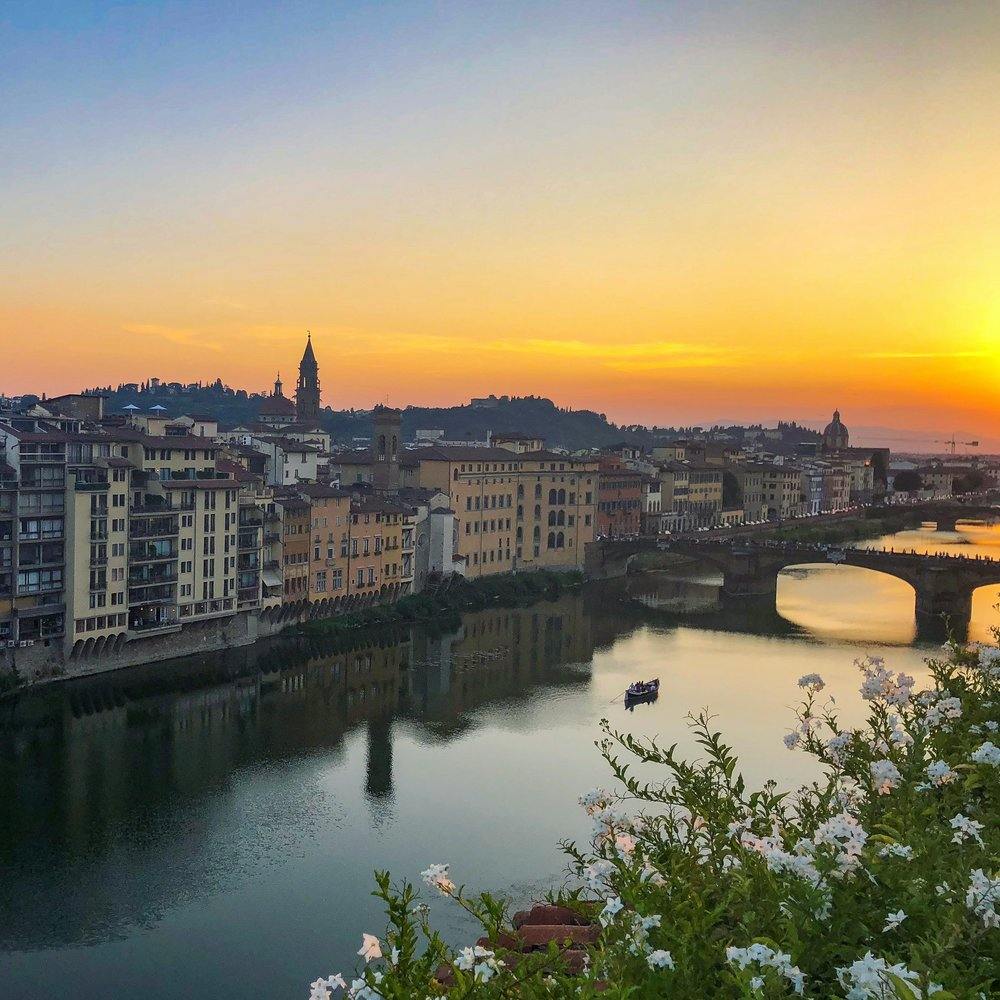 SUNSET VIBES - Watching the sunset is one of my fave rituals on a holiday, and the colours of a Florentine sunset are magic! Some of the best vantage points are:Ponte Vecchio is one of the most popular and most crowded places to see the sunset. For a less crowded alternative, head further down the Arno river to Ponte alle Grazie, for a view of the sunset framed behind famous Ponte Vecchio.A sunset climb of the Duomo Cupola will give you an unforgettable view of Florence as the sun kisses the rooftops.To enjoy a more relaxed vibe, head across the Arno river and up the hill to Piazzale Michelangelo. Pick up a pizza from the many pizzeria's along the way, choose your drink of choice from one of the carts at the top, and enjoy a truly spectacular sunset picnic.As a rooftop kind of gal, my personal fave was sipping Prosecco and watching the sun go down from La Terrazza, above the Hotel Continentale.