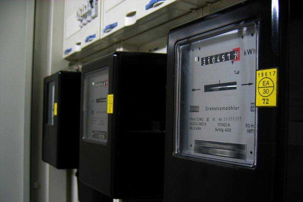 electricity-meter-96863_1920 (Large).jpg