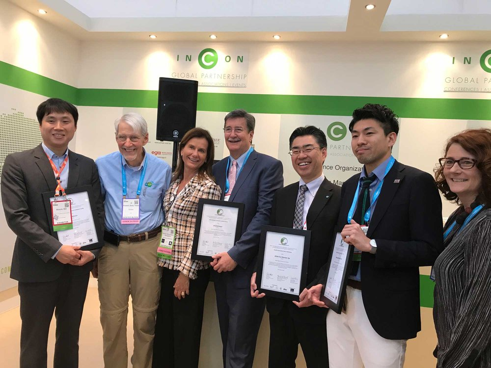 Left to right: Mun Ki, Min, Goyang city official, Bob Heile, award judge; Patrizia Buongiorno, INCON Co-Chair; Geoff Donahey, Ceo, ICC Sydney; Makoto Batori, Pacifico Yokohama and Manabu Uemura, ICC Kyoto and Carol McGury, INCON Co-chair
