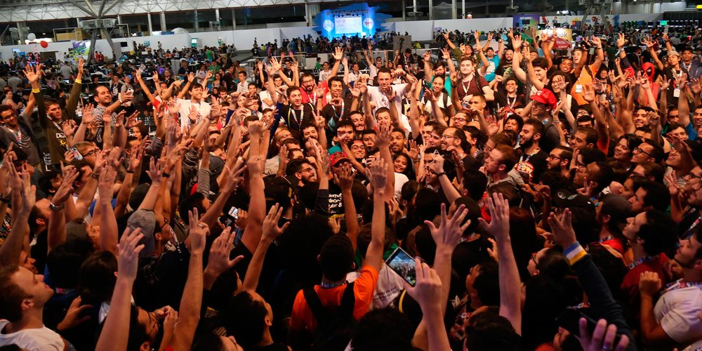 An non-stop PARTY with games, music and entertainment. A full immersion in fun. -