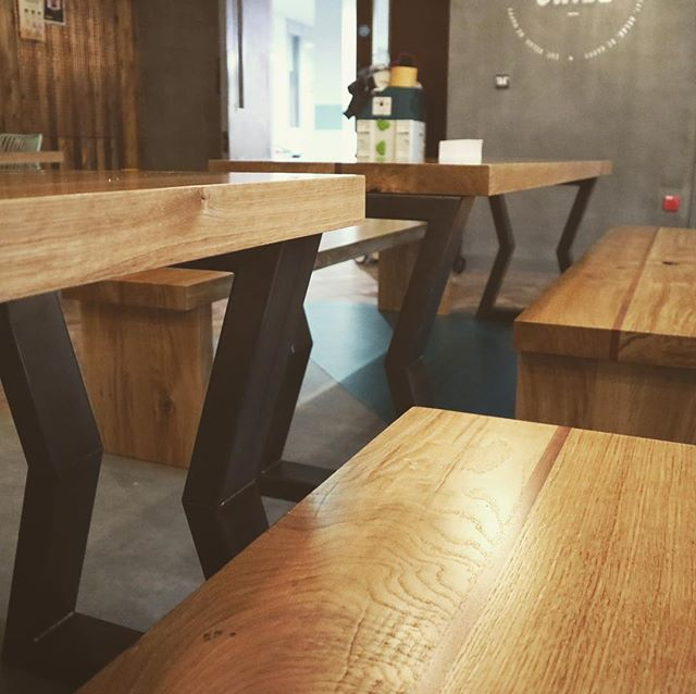 We got to make these amazing 60mm thick solid oak tables and bench sets, they all have a Sapele stringer running down the middle.  Over 1 cubic metre of oak in total for the 4 tables and 8 benches.  With some great metal work by @hallett_metalworks.  Designed and managed by @lancerscottbristol.  #interiordesign #restaurantdesign #handmade #slabtables #notoakfurnitureland #uwe #ootw