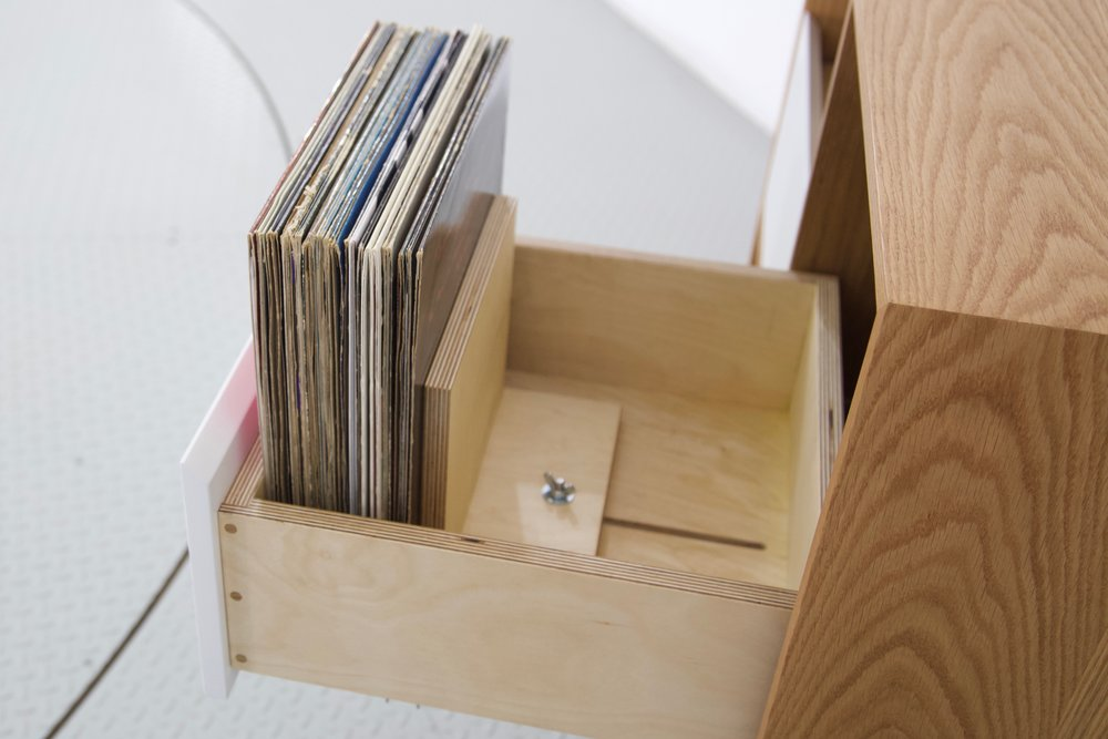Our vinyl support keeps your records upright and safe.