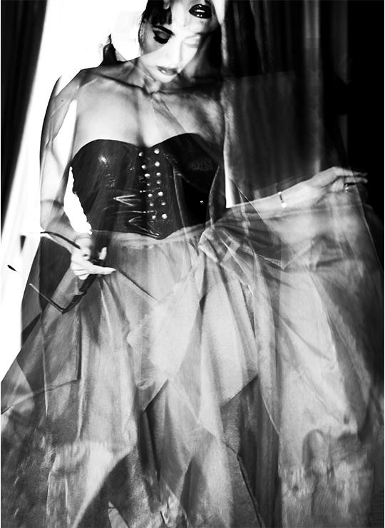 Bustier: Versace Skirt: No21 Heels: Giuseppe Zanotti Sunglasses: Linda Farrow