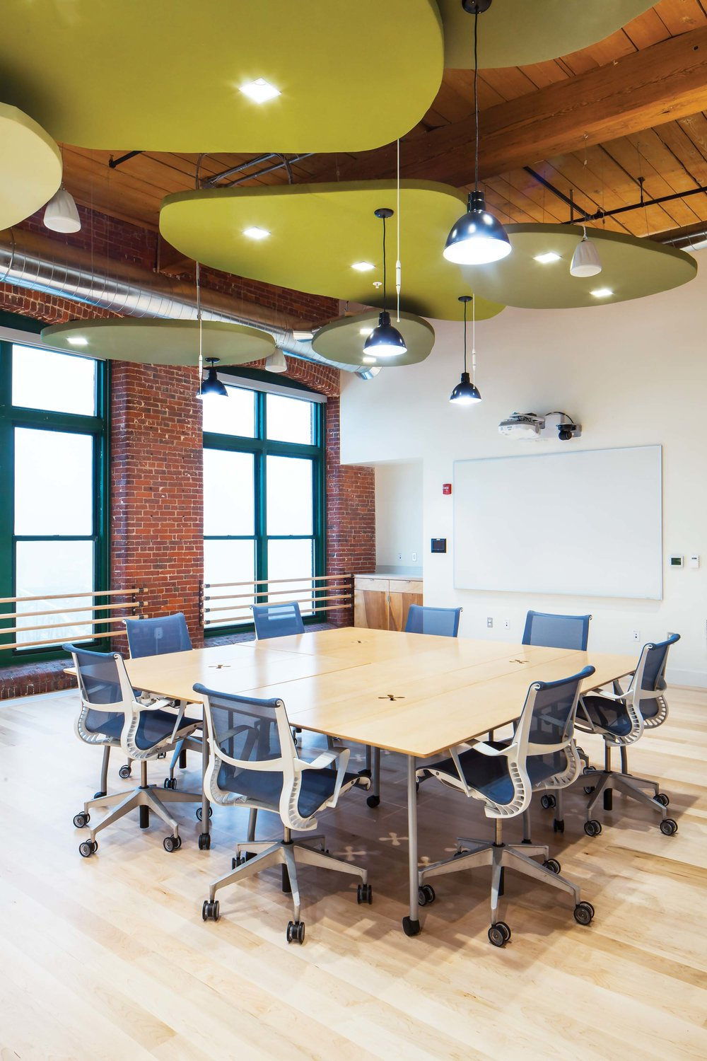 In the main conference room, leaf-shaped panels fitted with LED lights help to illuminate the space and absorb sound.