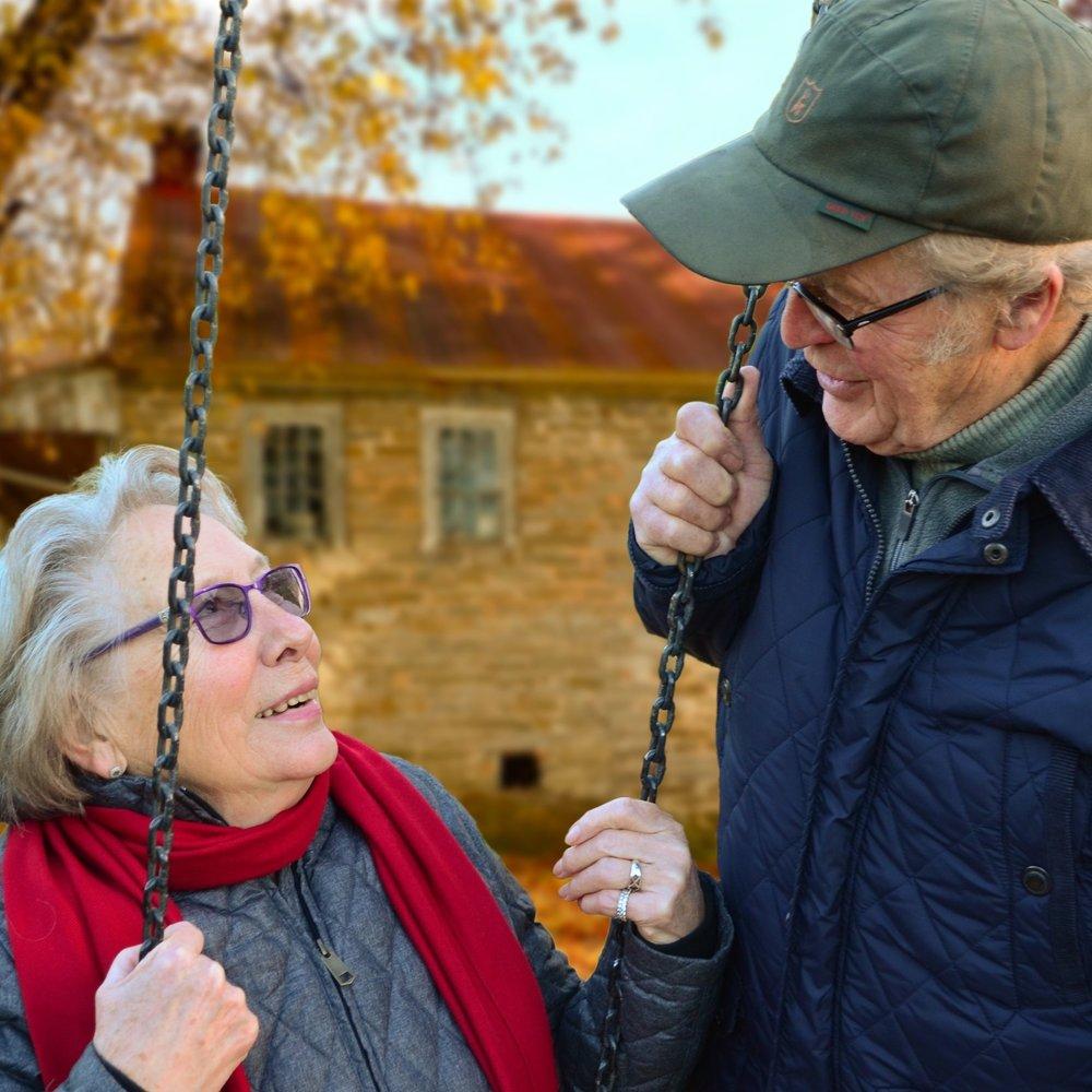 care-chain-couple-34761.jpg
