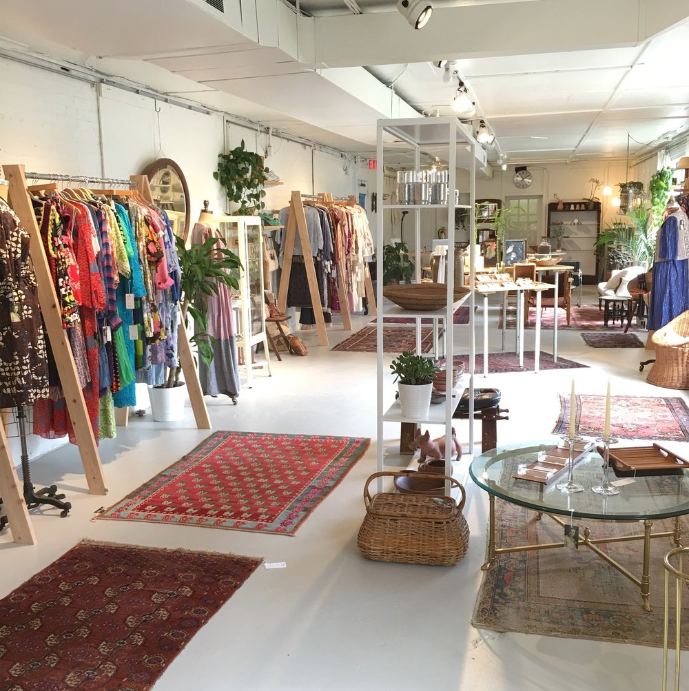 Raleigh Vintage - Vintage for a modern lifestyle. Offering clothing, jewelry, homegoods, and apothecary.18 Glenwood Ave.