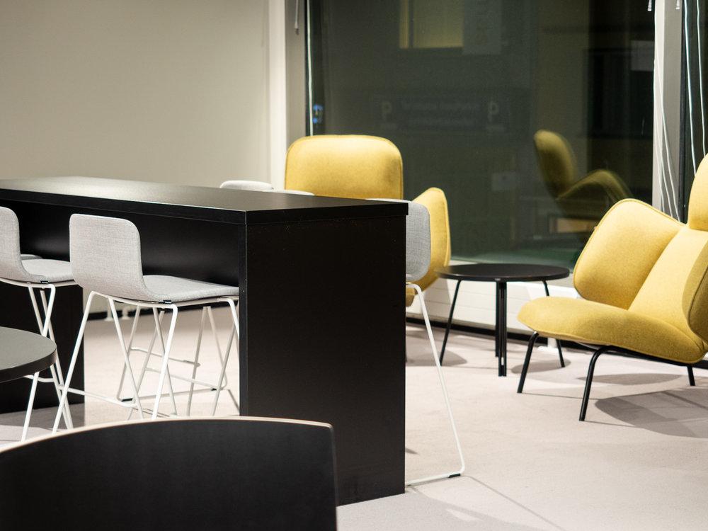 Tapahtuma-alue Torilla on tilaa 100 hengen tilaisuuksiin. Kun tilassa ei ole tapahtumia, voi jäsenet työskennellä torilla.