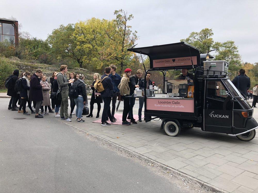 Kaffeattack på KTH - Looström bjuder studenter på lyx-kaffe och pratar framtid med studenter på Kungliga tekniska högskolan.