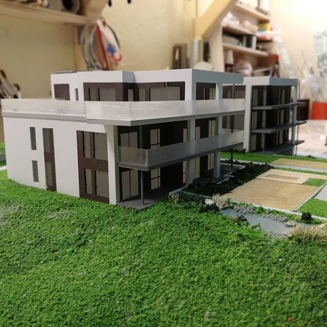 It's always nice to start a week getting inspired. Visited the workshop of @oep_kleberg where finishing touches are being done on an architectural model, scale 1:150, of one of our ongoing residential projects. #arkitektur #architecture #norwegianarchitecture #architecturemodel #makearkitekter