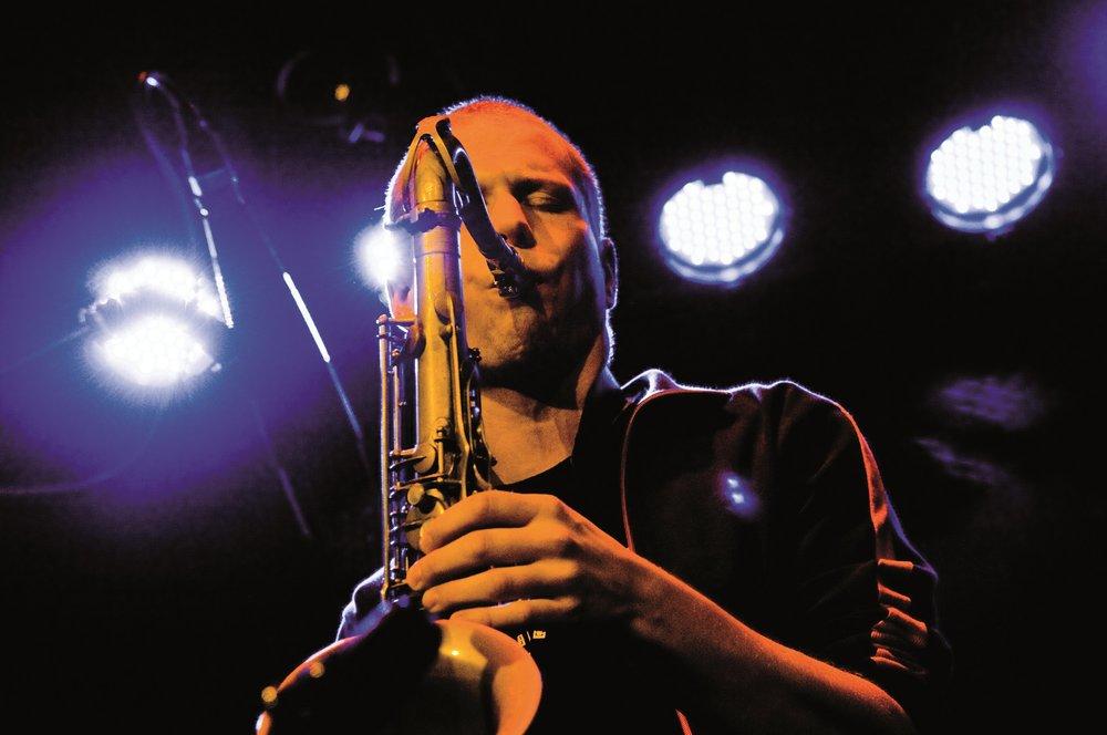 mhStuttgartGmbH - SaxophonistLive2010_WPS0117.jpg
