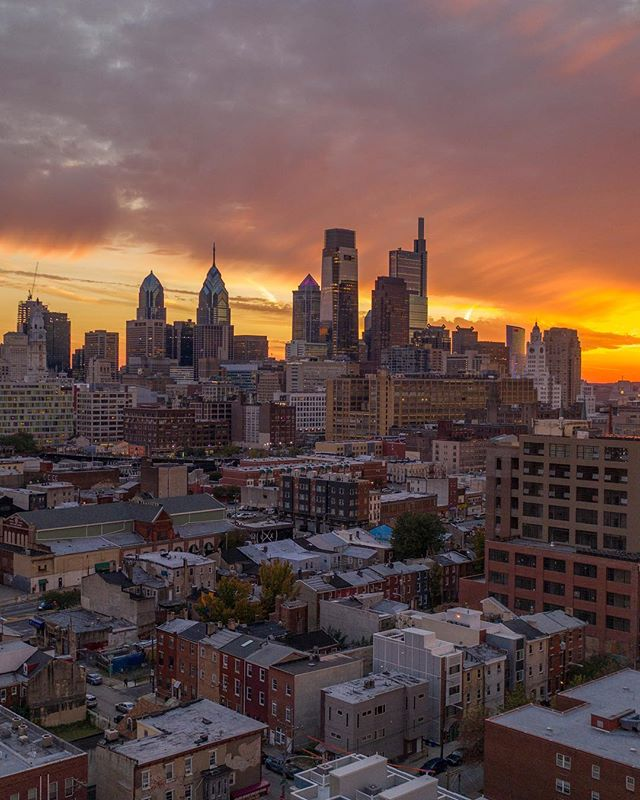 The preparation for tomorrow is doing your best today. ———————————————————————— #philly #visitphilly #philadelphiapulse #sunset #philadelphia