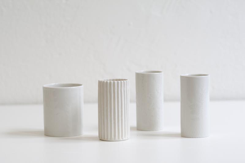 Vasen für Feldblumen // Porzellan, Strukturen von Hand, verschiedene Studiotechniken