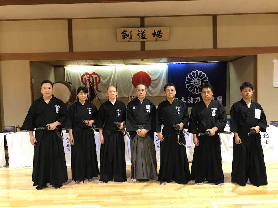 Members of the Shiseikai (士成会) dojo after competing in the 2017 Japan National Batto-do Competition (Japan Batto-do Federation).  Click here  to see this dojo's list of championships.