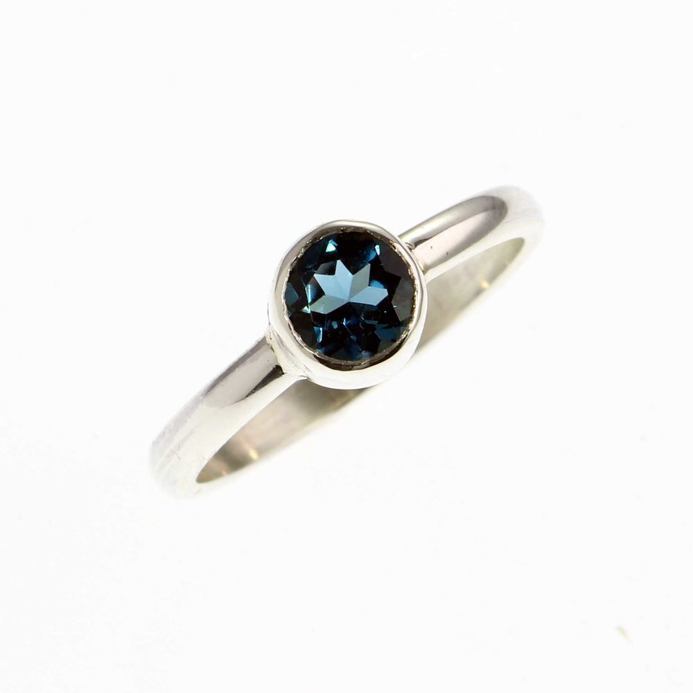 jewellers-academy-online-jewellery-photography-course-London-Blue-Topaz-on-White-Background-optimised-for-web.jpg