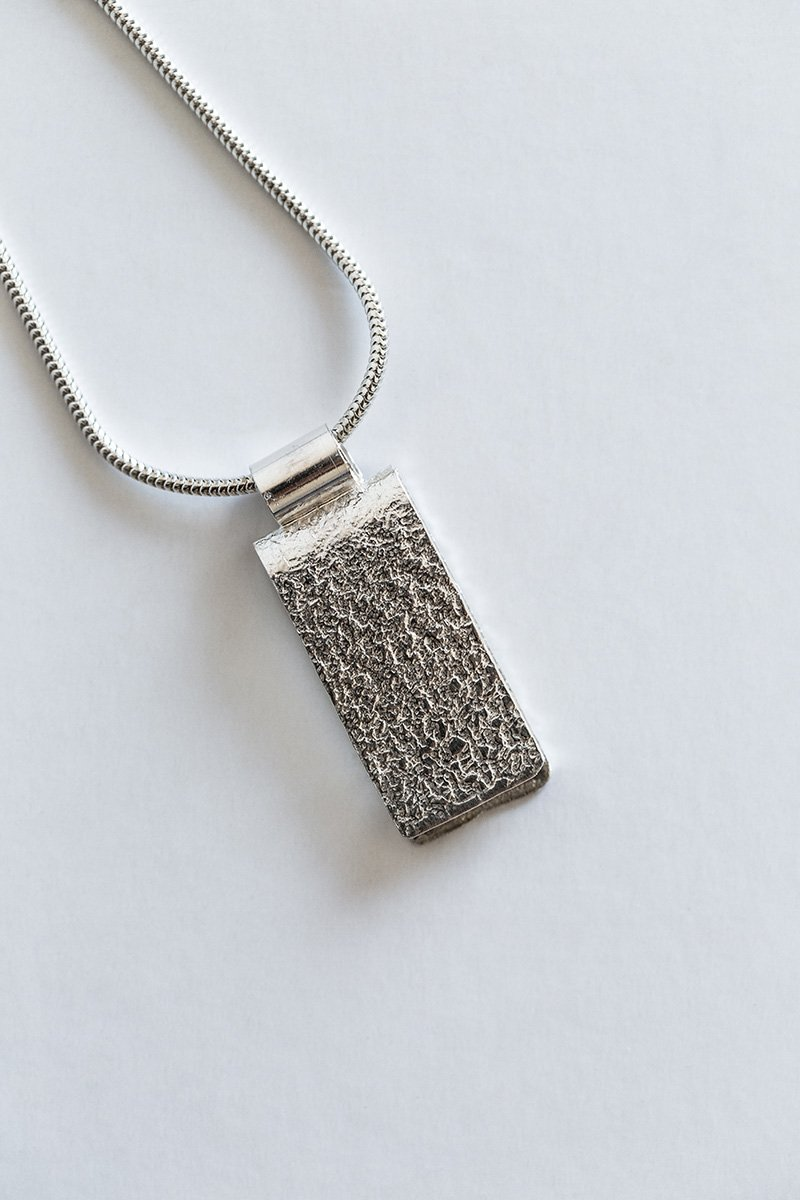 Just-a-Touch-Necklace-by-Jill-Alexander-Contemporary-Jewellery-6-800_2048x.jpg