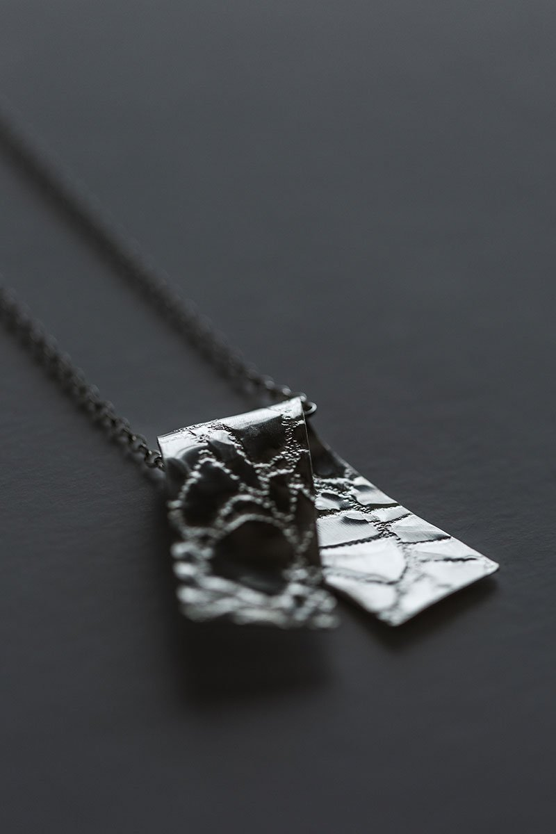 Gently-Folded-Necklace-by-Jill-Alexander-Contemporary-Jewellery-57-800_2048x.jpg