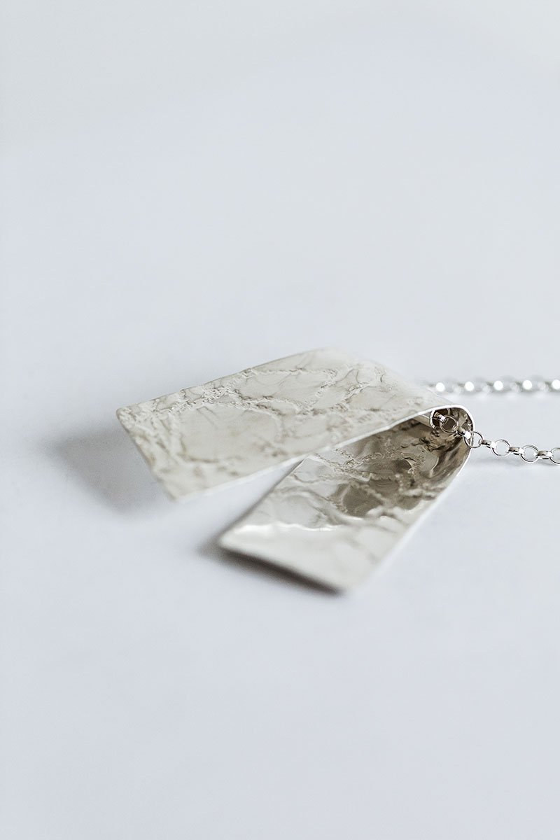 Gently-Folded-Necklace-by-Jill-Alexander-Contemporary-Jewellery-54-800_2048x.jpg