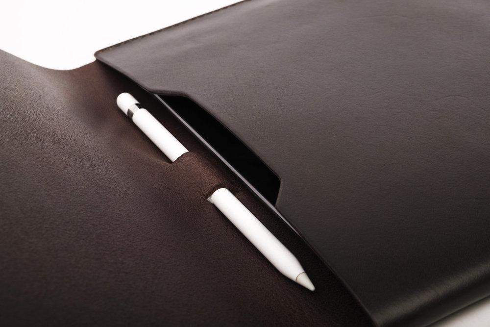 ipad.leather.case.ipencil.handmade.ateliermaas.4.jpg