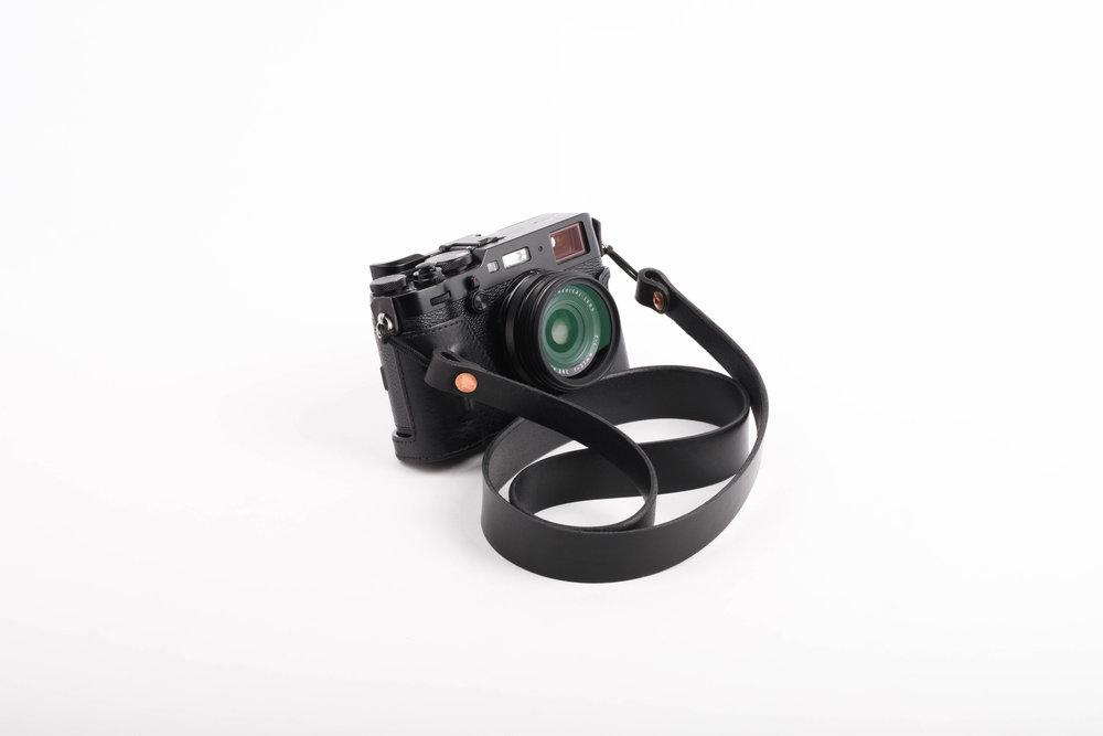 camerastrap.leather.handmade.ateliermaas.fuji.4.jpg