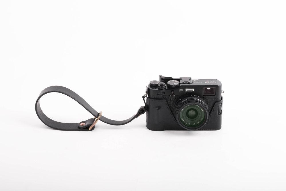 wrist.camerastrap.handmade.leather.ateliermaas.black.5.jpg