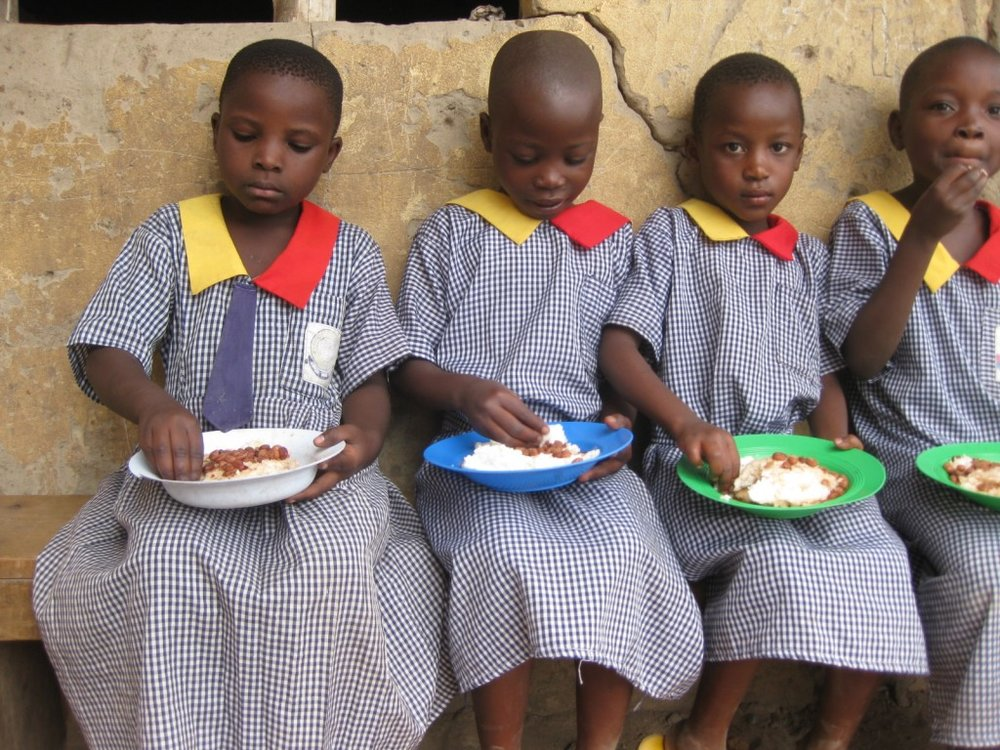 children-eating-lunch-1024x768.jpg