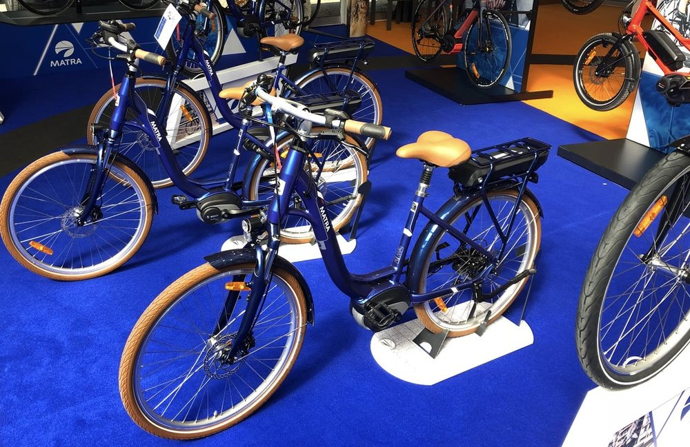 grandstand - This minimalist stand allows you to roll bikes in and out with ease. Our Grand Stand can be used to display bikes both individually and in multiples, linking in straight or angled orientation. The stand fits almost every bike on the market and its efficient and durable, with powder coated steel construction.