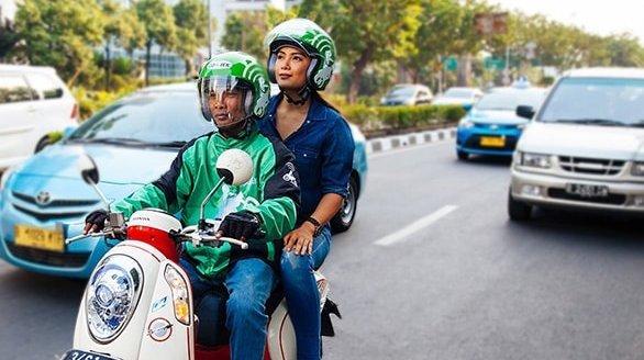 The helmet tells you it's a Go-Jek (www.ri-techno.com)