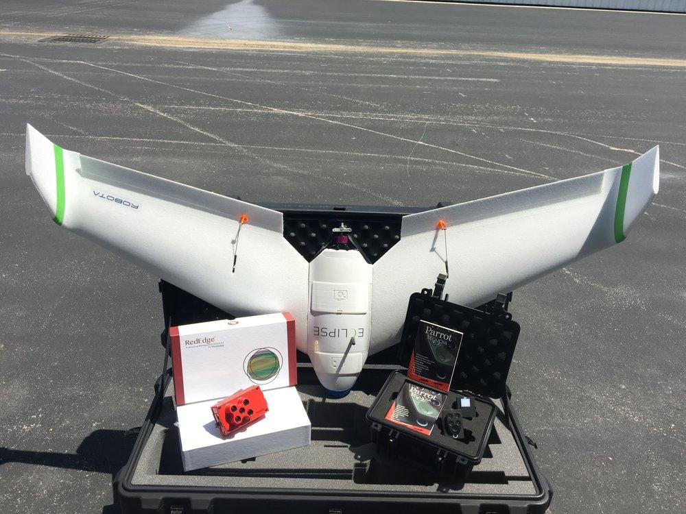 Venta y entrenamiento en equipos de sensoramiento remoto - Contamos con una amplia gama de sensores, drones, sensores de campo, etc. Consulte con nosotros y lo guiaremos hasta la mejor configuración para solventar sus problemas en campo.