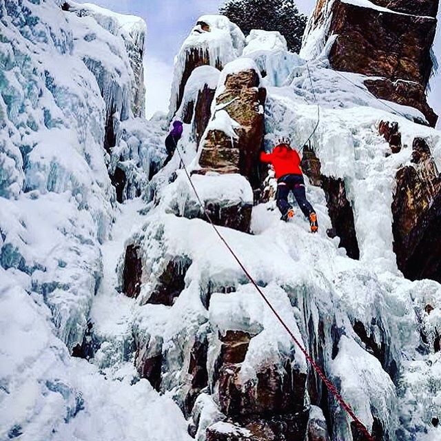 This is how we prep for @outdoorretailer! Senior account manager, @alexarenee learned how to swing an ice axe this morning with @chicksclimbingandskiing at a women's ice climbing clinic in beautiful Ouray, CO to kick off the Ouray Ice Climbing Festival.  #ouray #ouraycolorado #iceclimbing #iceclimbers #verdeans #chicksclimbingandskiing