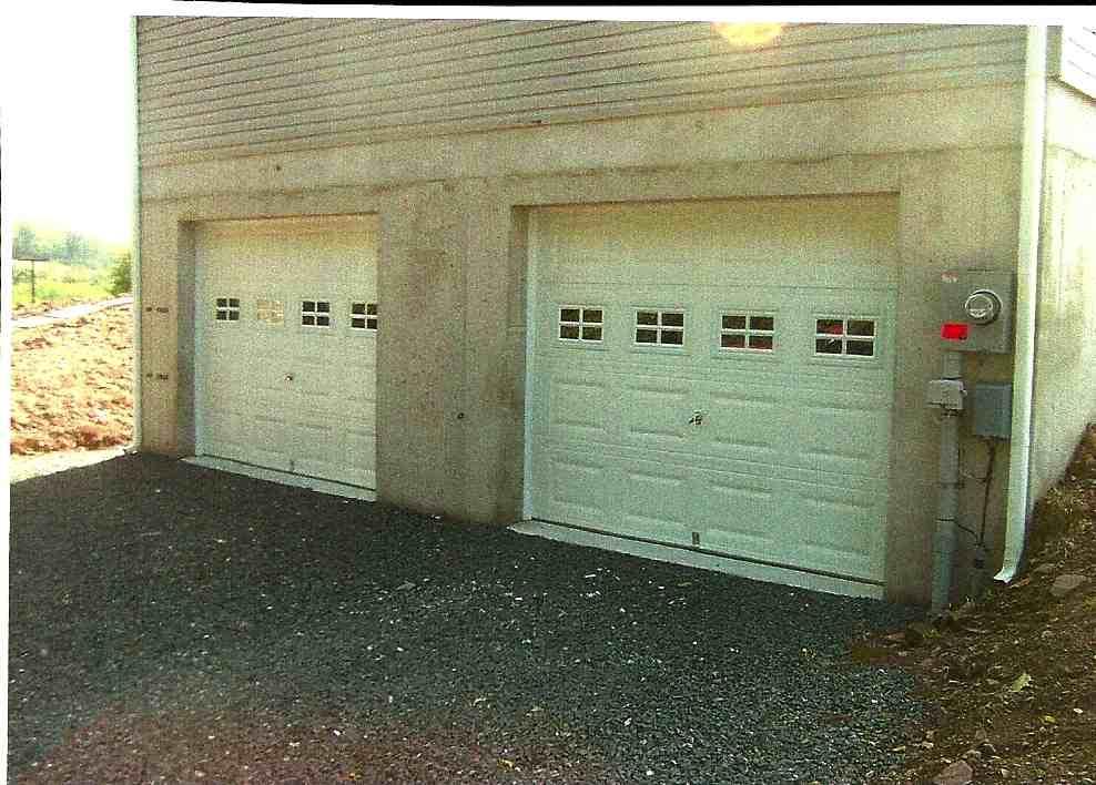 grid windows garage door.jpg