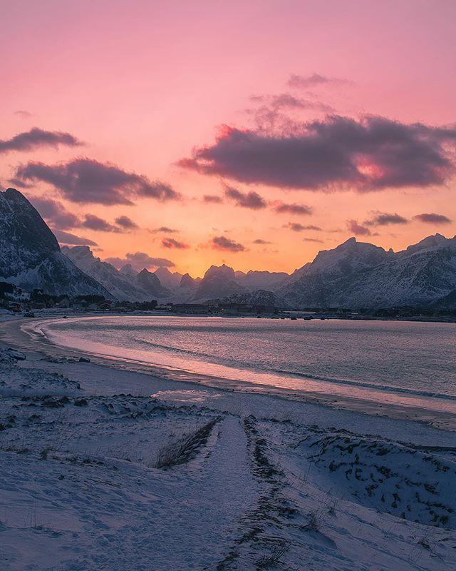 Arctic sunset at Ramberg beach in @Lofoten🌄🙌🏻