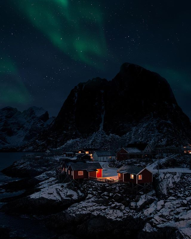 Magical nights in @Lofoten 🙌🏻 Northern lights dancing above my favourite place, Hamnøy ⚓️