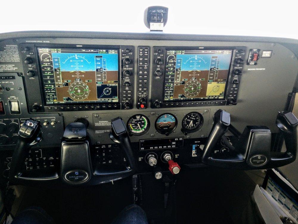 C172R_G1000_in_flight.jpg