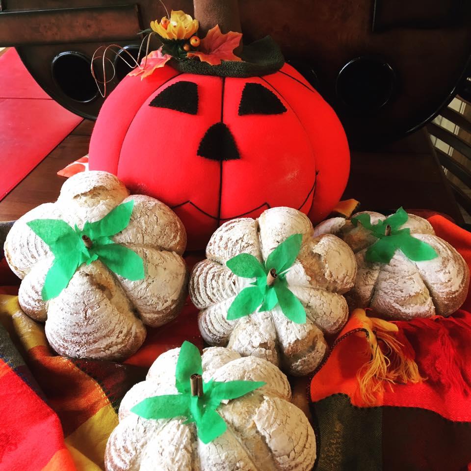 Fall & Thanksgiving shaping - Pumpkin shaped sourdough loaves