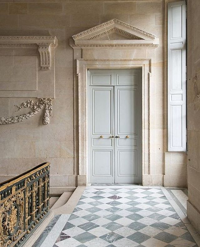 Very into these marble checkered floors and classical elements a la the Palace of Versailles. ⠀ ⠀ x Tina