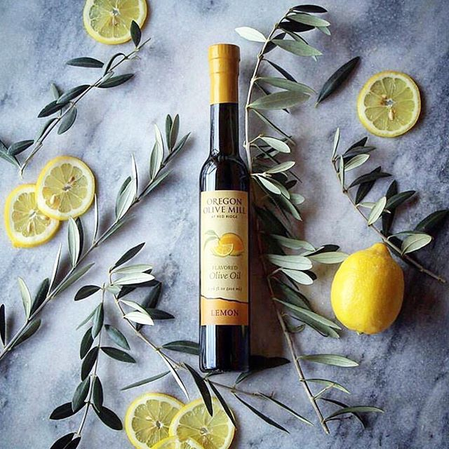 Stoked to have @durant_oregon olive products at the market! Isn't amazing that Oregon can grow olive trees and produce delicious olive oil? ⠀⠀⠀⠀⠀⠀⠀⠀⠀ #mcminnville #visitmcminnville #nightmarket #craftfair #shoplocal #holidayshopping #makerspace #pdxholiday #shopsmall #traveloregon #locallymade #oregonolivemill #oregonoliveoil #oliveoil